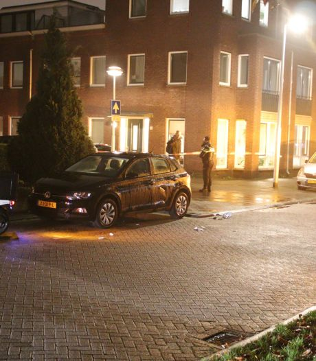 Omstanders schieten zwaargewonde maaltijdbezorger te hulp na botsing met auto