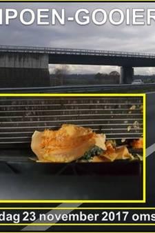 Vandalen gooien pompoen vanaf viaduct op A50: aangifte van poging tot doodslag