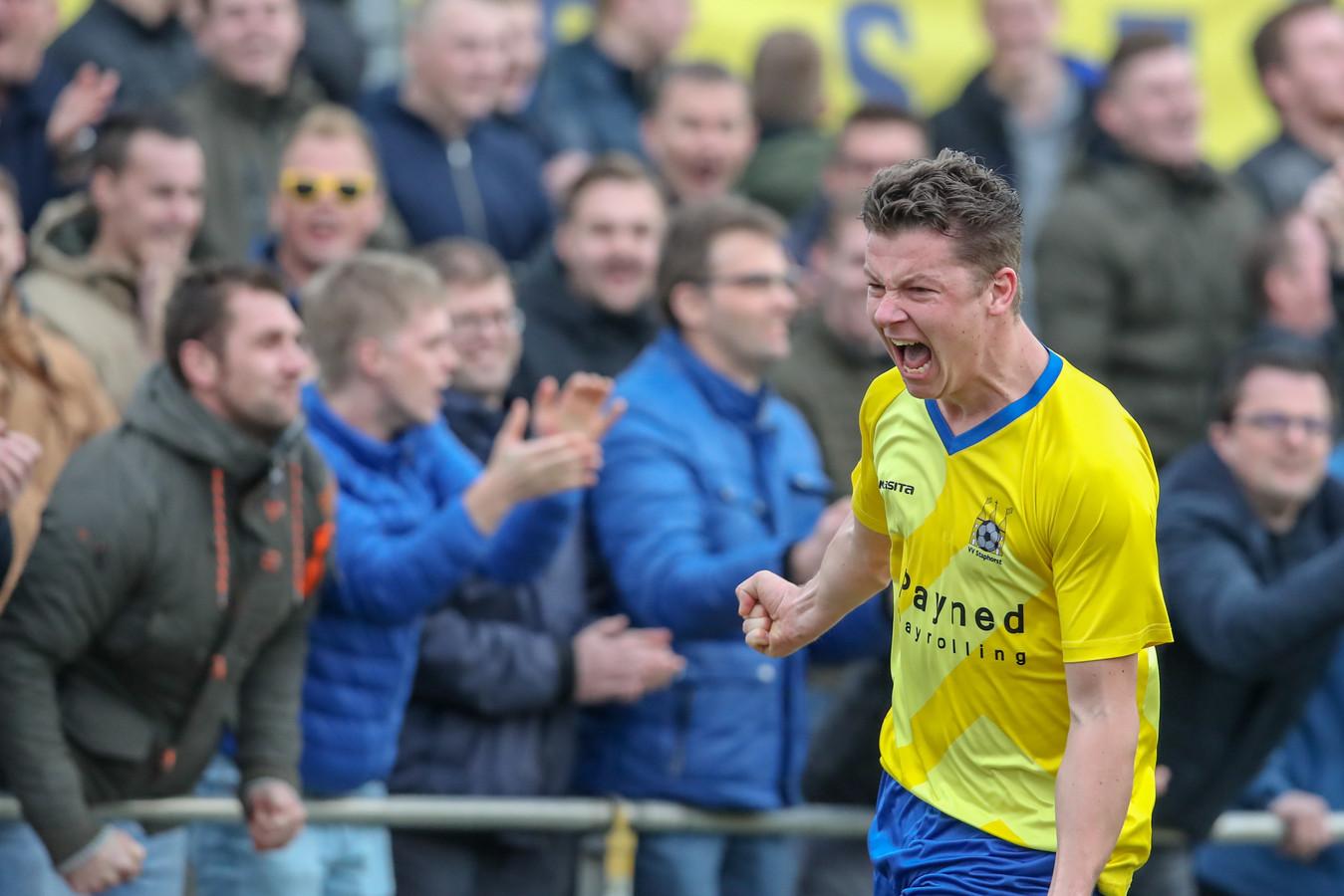 De kans dat Martin van 't Ende komend seizoen met Staphorst kan debuteren in de derde divisie is aanwezig, nu de KNVB heeft besloten om hoofdklassers te laten promoveren.
