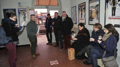Wachtzaal station open voor reizigers