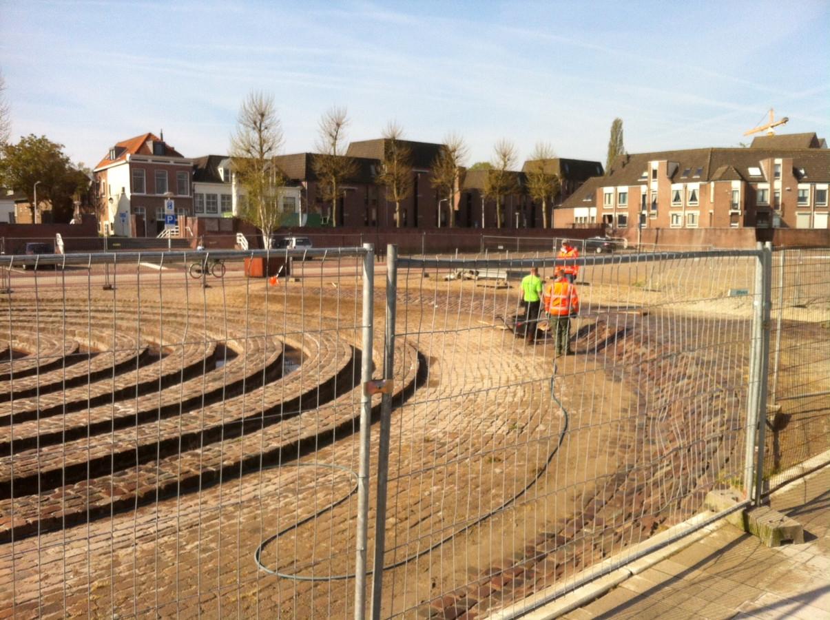 Hert Labyrinth aan de Waalkade wordt de komende twee weken opgeknapt. foto DG