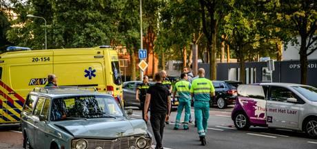 Vrouw naar het ziekenhuis met nekklachten door botsing in Tilburg
