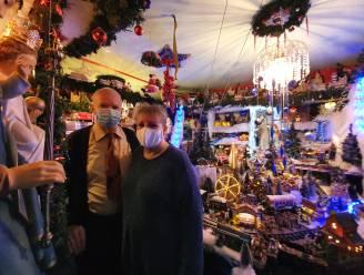 """Normaal 500 bezoekers per jaar, maar nu blijft kersthuisje van Meer op slot: """"Wel een beetje sfeer voor onszelf gemaakt, maar het gevoel is... anders"""""""