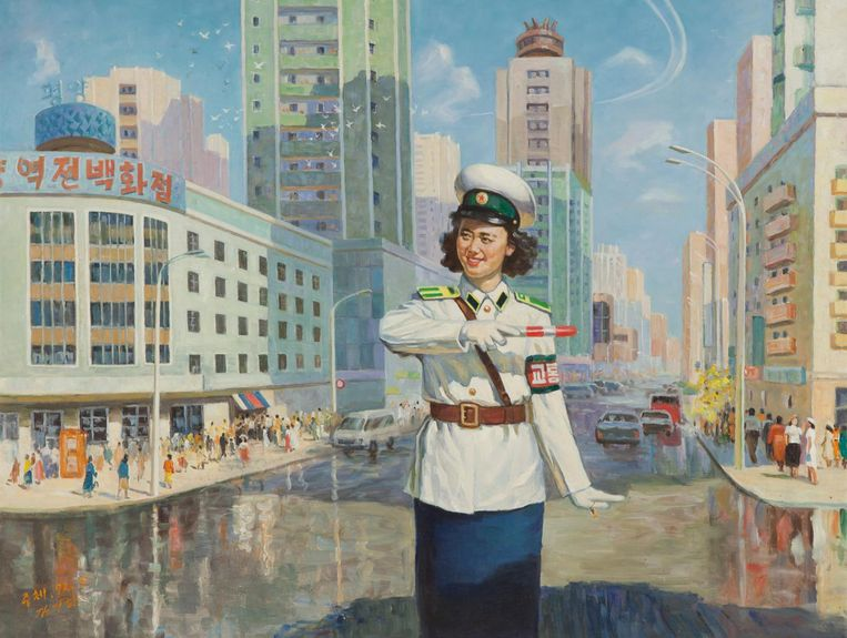 Een curiositeit van Pyongyang: alle verkeersregelaars zijn vrouw. Kim Ki Ha, Verkeerspolitie-vrouw, 2003. Beeld