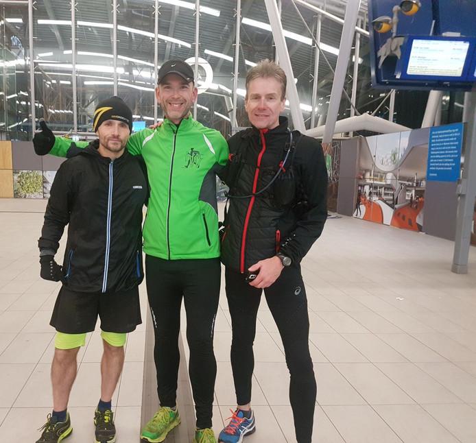 Hardlopers Danyel Bruels, Lars Lageweg en Rich den Hartog liepen van Rotterdam naar Utrecht Centraal.