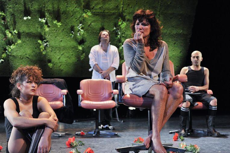 Linda van Dyck en Viktor Löw in Who is afraid... Beeld null