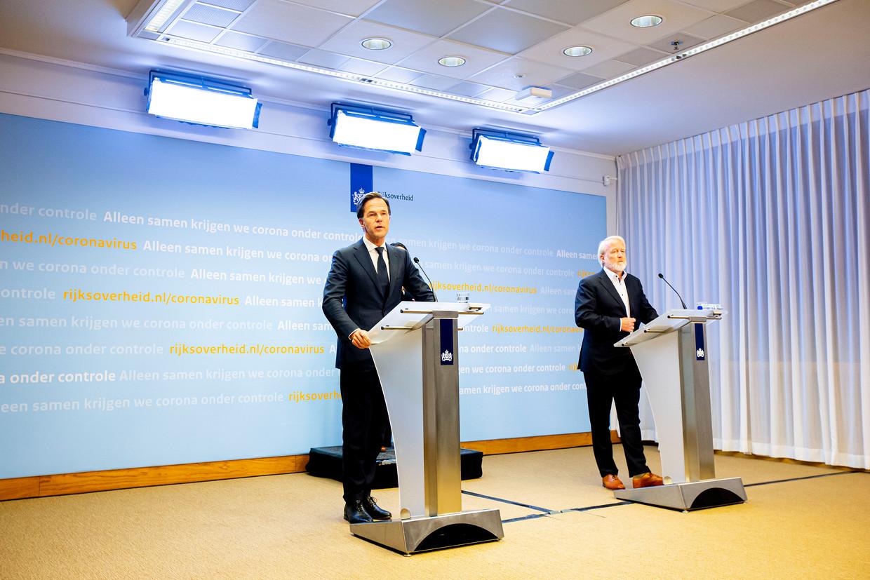 Premier Mark Rutte en Jaap van Dissel van het RIVM tijdens de persconferentie. Beeld BSR Agency