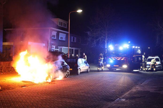 Audi A1 in vlammen op aan Kerkstraat in Oss