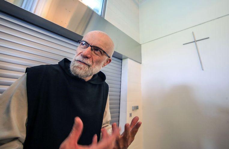 Broeder Manu Van Herck, abt van de abdij,  gaf vorige week tekst en uitleg bij de nieuwe manier van verkopen.
