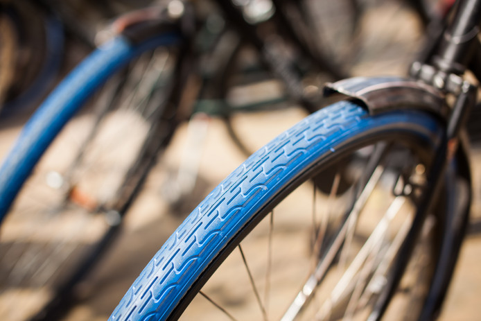 Alle fietsen van Swapfiets hebben een herkenbare blauwe voorband.