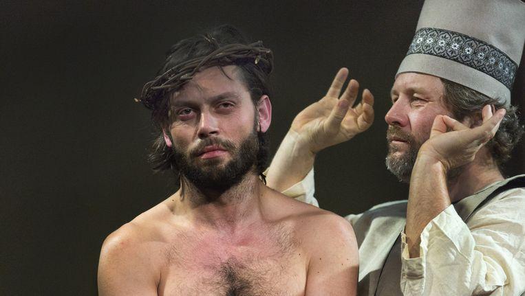 Jezus (l) in de voorstelling zie de mens. Beeld  Leo van Velzen