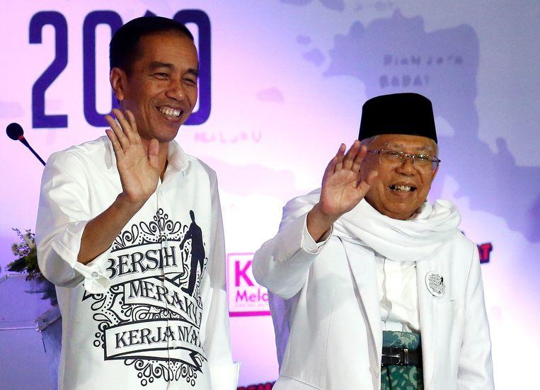 Joko Widodo (links) en zijn runningmate Ma'ruf Amin. Beeld EPA