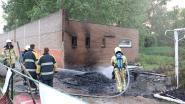 Jongeren steken tuinhuis aan oude voetbalterreinen FC Dender in brand en slaan op de vlucht