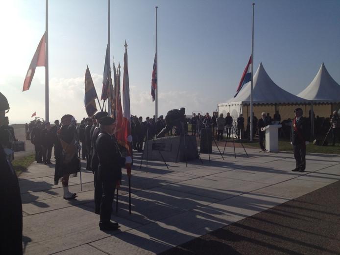 De Canadian Colour Guard nam deel aan de herdenkingsceremonie