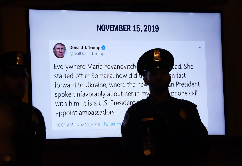 De tweet van de president werd Yovanovitch meteen voorgehouden tijdens de hoorzitting.