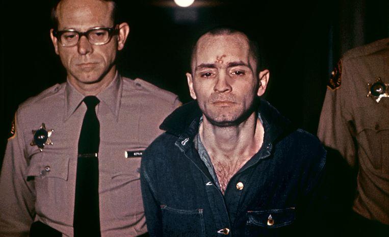 Manson op weg naar de rechtbank in augustus 1971.