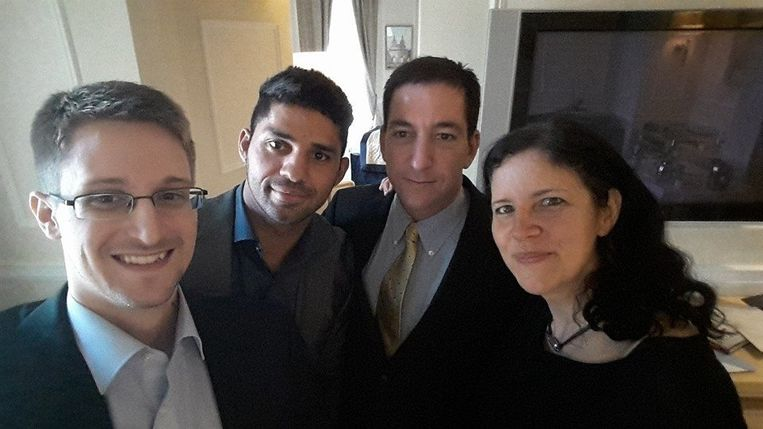 Via documenten van klokkenluider Edward Snowden (links) onthulde Greenwald dat de Amerikaanse inlichtingendienst NSA niet alleen Amerikaanse burgers maar ook Angela Merkel afluisterde. Beeld Facebook/ David Miranda