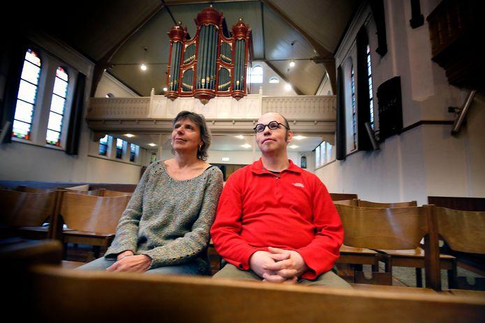 Theatermakers Tjoerd Zweije en Mirjam Gosselink in de Hoogstraatkerk te Leerdam.