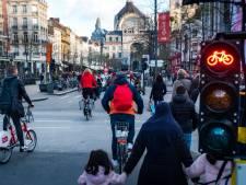 Chaos troef aan kruispunt De Keyserlei-Quellinstraat: fietsers denken dat vierkant groen voor voetgangers óók voor hen is