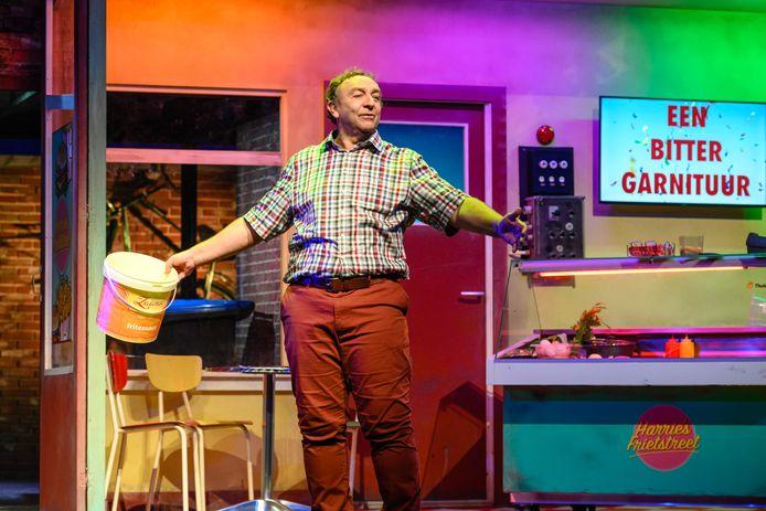 John van Eerd als zijn alter ego Harrie Vermeegen in de komedie Herrie in de Keuken.