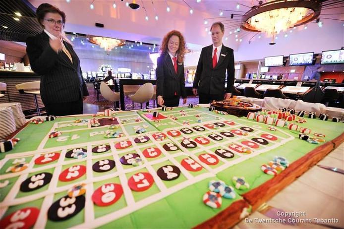 De Kleibakker uit Tubbergen maakte in het kader van een jubileum van Holland Casino een 1.000-persoons taart in de vorm van een roulettetafel.