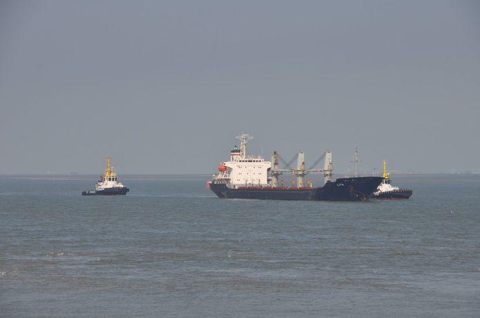 Liberiaanse bulkcarrier Lita nog voor anker bij Terneuzen.
