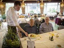 Chef-kok Gerben legt ouderen Mariahof in Oldenzaal in de watten
