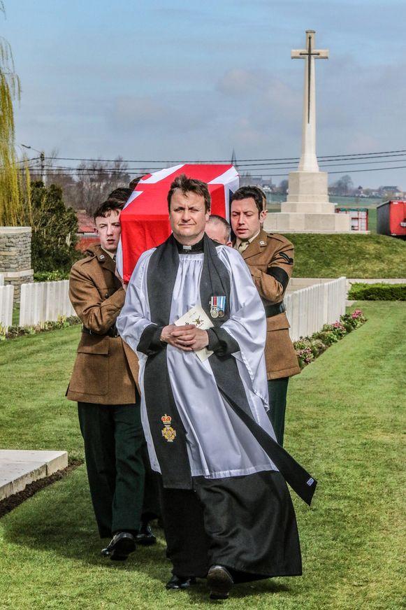 Op  Messines Ridge British Cemetery werden twee onbekende soldaten begraven.