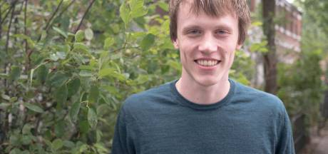 Amersfoortse Tristan (22) is een jonge vrijwilliger: 'Als je uurtje vrij hebt kun je achter de gameconsole gaan zitten of ervoor kiezen om een ander te helpen'