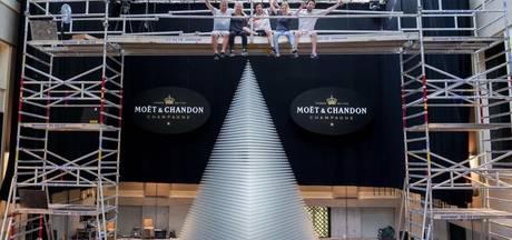 Nederlander bouwt grootste champagnetoren ter wereld