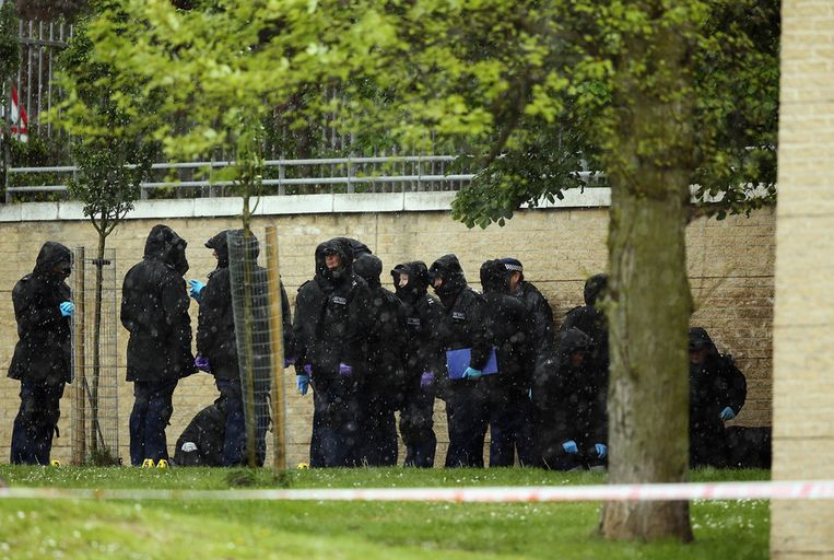 Forensisch onderzoekers bijeen in de buurt van de plek van de aanslag. Beeld getty
