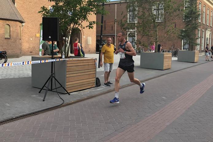Rick Hartogs soleert naar winst 10 kilometer Van Goghloop