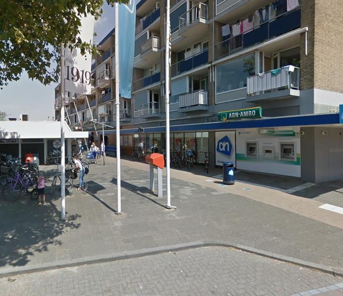 Met name het voorstel om 655.000 euro extra te besteden aan onder meer het verkrijgen van twee kiosken die voor supermarkt Albert Heijn staan kon op kritiek rekenen van veel Sliedrechtse politieke partijen.