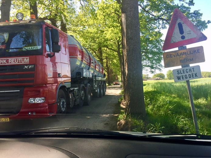 Dusinksweg op de schop: Agelo, Ootmarsum.
