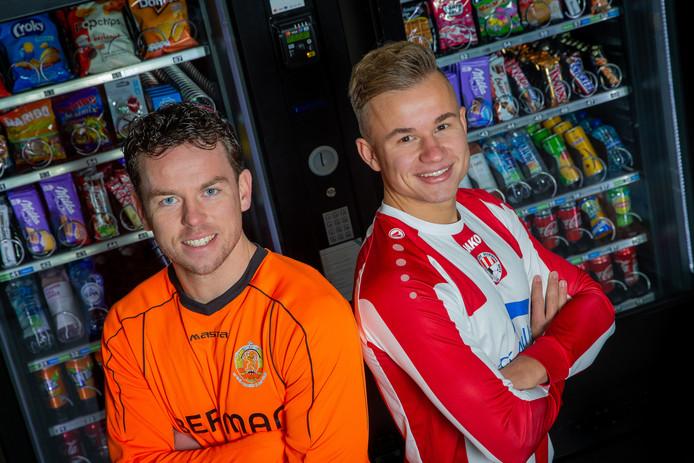 Ewijk-speler Brian de Groot (links) samen met Jurriën Aalbers van Beuningse Boys.