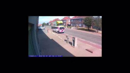 """Roeselaarse postbode rijdt met postwagen op fietspad en tegen de richting in: """"Iedereen moet wegcode respecteren"""""""