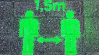 Eeklo spuit sensibilisering op voetpaden, om winkels maandag veilig te openen