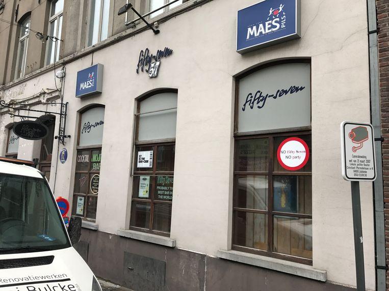De feiten gebeurden op de stoep voor café 57 in de Stationsstraat.