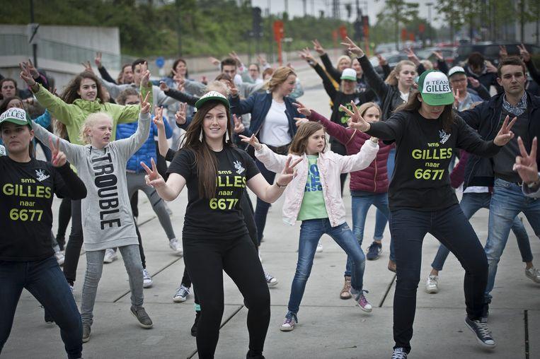 Het promoteam van Gilles hield gisteren een grote dansactie aan het Stationsplein in Roeselare.