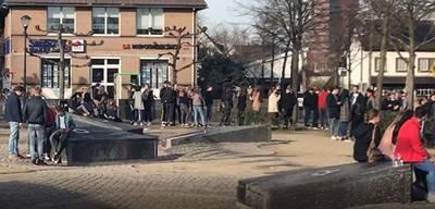 Lange rijen in Prinsenbeek voor armbandjes carnaval