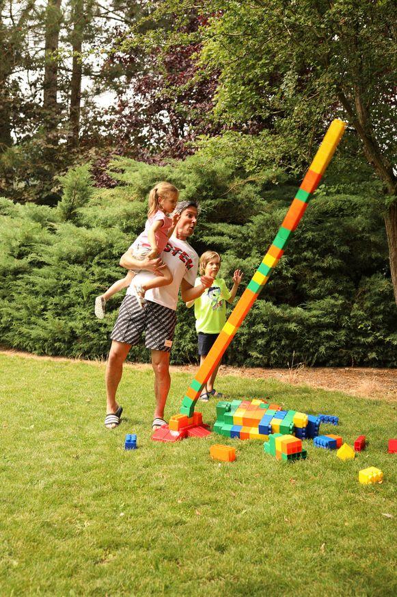 Aan speeltjes voor in de tuin geen gebrek.