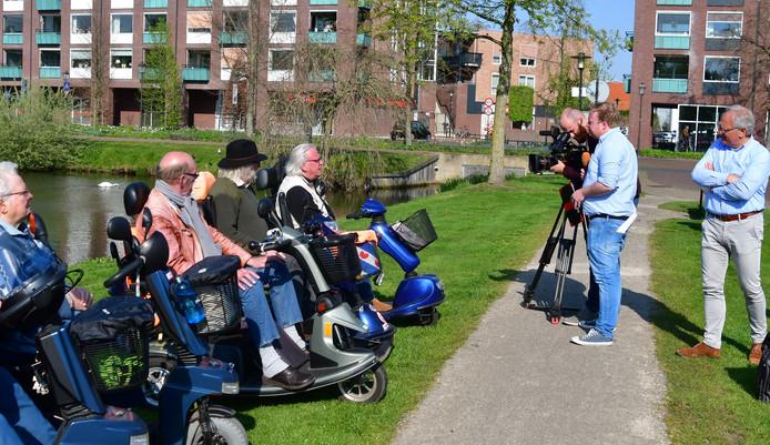 Een filmploeg was vanmorgen in Nijkerk voor opnames voor het programma 1Vandaag waarin het vanavond gaat over de toename van het aantal verkeersdoden.