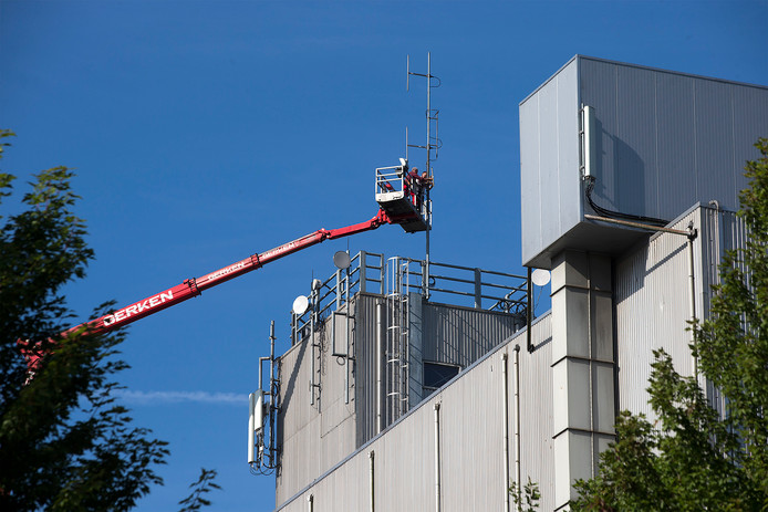 De zendmast wordt geplaatst op het gebouw van Agruniek. Foto: Theo Kock