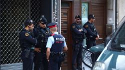 """Spaanse politie arresteert negen Catalaanse separatisten na plannen """"gewelddadige acties"""""""