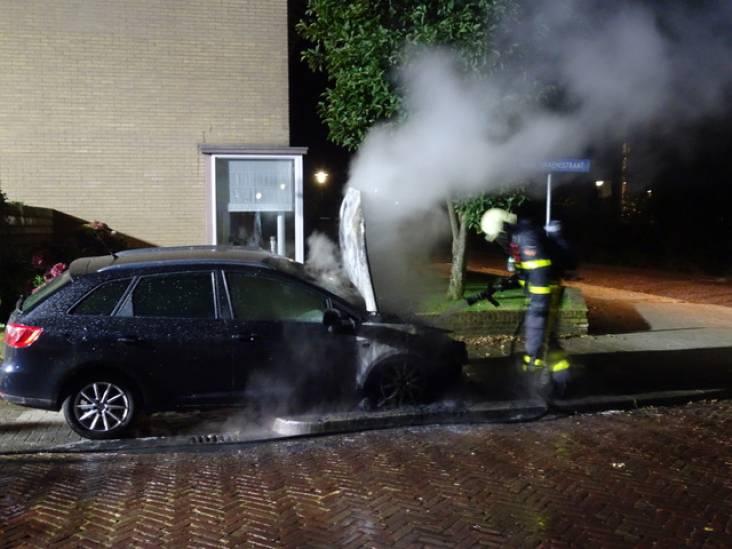 Twee auto's in brand gevlogen in Tilburg, een in Goirle: politie vermoedt brandstichting