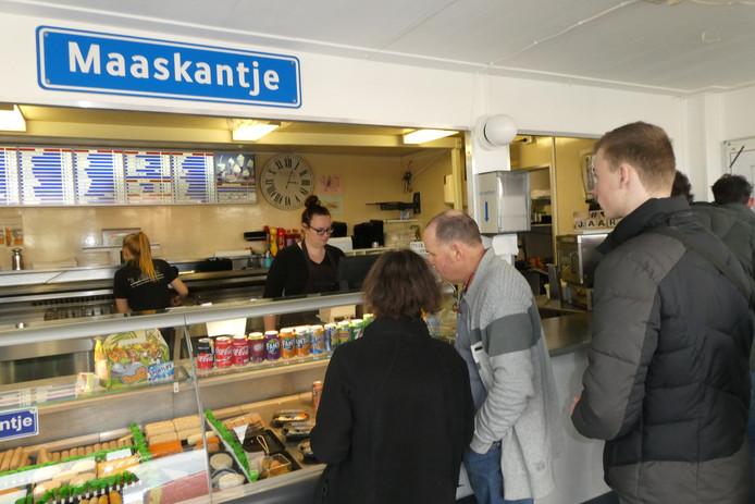 Nog even wat even bij het cafetaria 't Pleintje, thuisbasis van de New Kids in de film Nitro en Turbo.