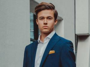 Tim van Drie (16) is ook de man van drie: studeren, zingen én ondernemen