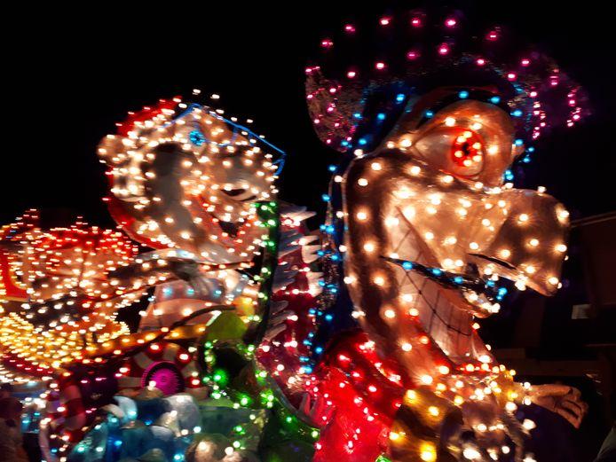 De verlichte carnavalsoptocht in Berghem, als voorbeeld voor de verlichte Sinterklaasoptocht.