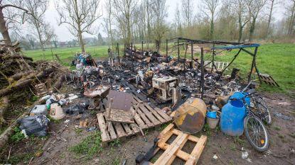 Daklozenkamp in brand gestoken