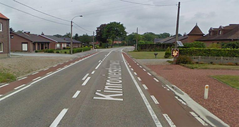 De Google Street View-wagen houdt zich wel aan de toegelaten snelheid op de Kinrooiersteenweg, hij rijdt 62 km per uur zoals rechts te zien is.